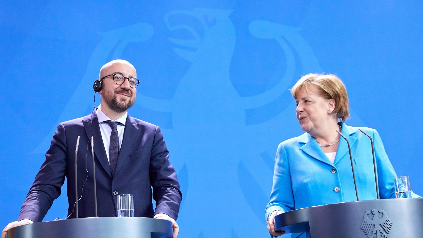 Berlin, 2018. június 13. Angela Merkel német (j) és Charles Michel belga miniszterelnök sajtóértekezletet tart a berlini kancellária hivatalban 2018. június 13-án. (MTI/EPA/Hayoung Jeon)