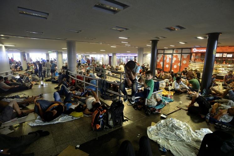Illegális bevándorlók a Keleti pályaudvar aluljárójában 2015. szeptember 2-án.