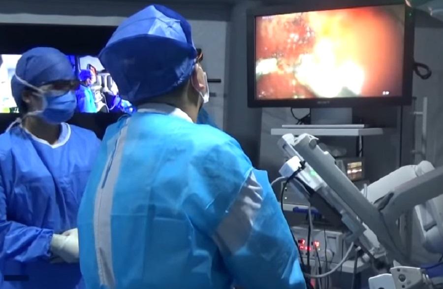 A szakemberek távolról vezérlik le az agy-operációt