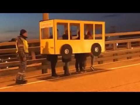 gyes be lt ztek aut busznak hogy tmehessenek a h don DZuMvbboNbc